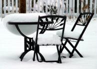 Sådan opbevarer du dine havemøbler korrekt om vinteren